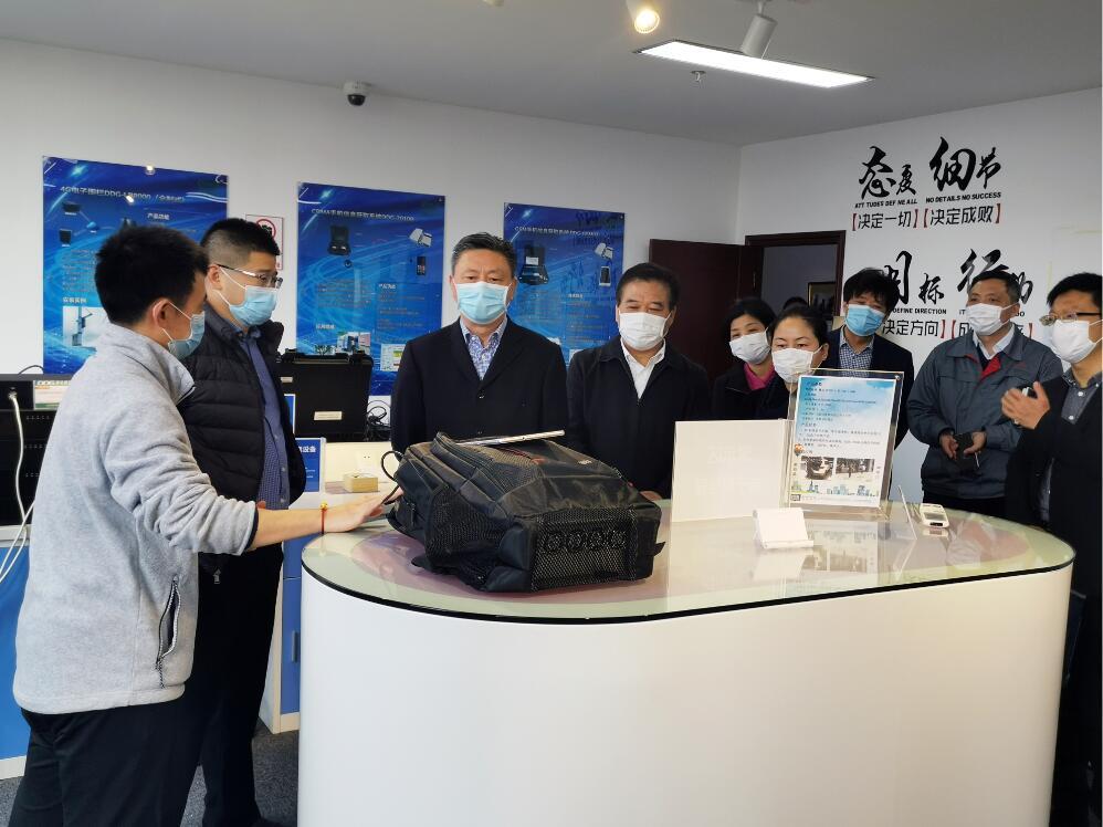 市工商联领导参观良相公司技侦展厅